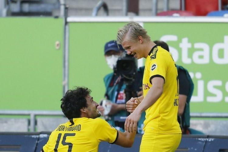 Matt Hummels, Erling Haaland dalam laga Fortuna Duesseldorf vs Borussia Dortmund, Sabtu (13/6/2020).