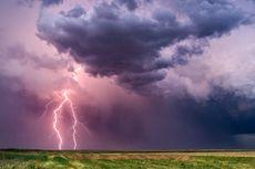 Rahasia Alam Semesta: Mengapa Badai Petir Sering Terjadi saat Musim Hujan?