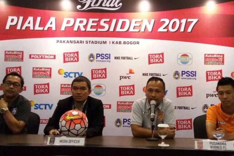 Ricky Nelson dan Aji Santoso hadir pada jumpa pers jelang final Piala Presiden 2017, Sabtu (11/3/2017).