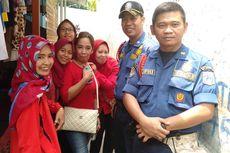 Petugas Pemadam Kebakaran Periksa Titik Rawan Banjir di Kawasan Pejaten Timur