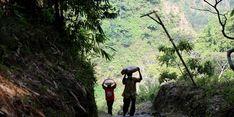 Di HUT ke-70 Jateng, Ganjar Berikan Bantuan Perbaikan Rumah kepada Warga