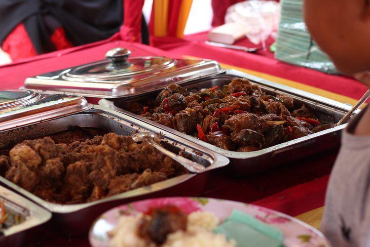 Ilustrasi Makan Prasmanan