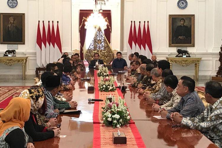 Suasana pertemuan Presiden Joko Widodo dengan pengurus HIPMI dan KADIN di Istana Merdeka Jakarta, Rabu (11/6/2019).
