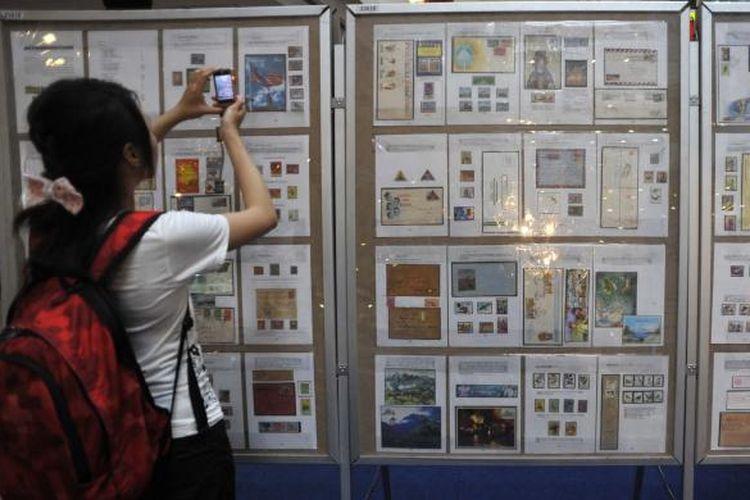 Berbagai benda pos dari negara ASEAN dipamerkan di Mal Malioboro, Yogyakarta, pada acara ASEAN Youth Philately and Tourism Expo 2012, Jumat (20/4/2012) lalu, menjelang penyelenggaraan Pameran Filateli Dunia di Jakarta.