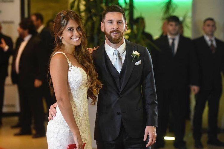 Bintang Barcelona, Lionel Messi, resmi menikahi Antonella Roccuzzo.