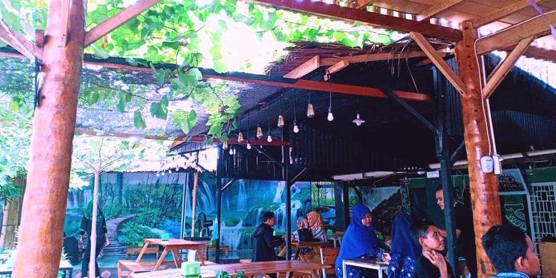 Suasana di Degreen Coffee dan Resto, Jalan Malikussaleh, Desa Kampung Jawa Lama, Kecamatan Banda Sakti, Kota Lhokseumawe, Aceh, Sabtu (22/6/2019).
