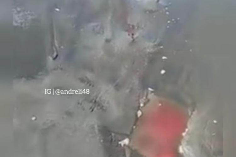 Potongan video muncul air berawarna merah darah di Pantai Grajagan Banyuwangi, viral di media sosial.