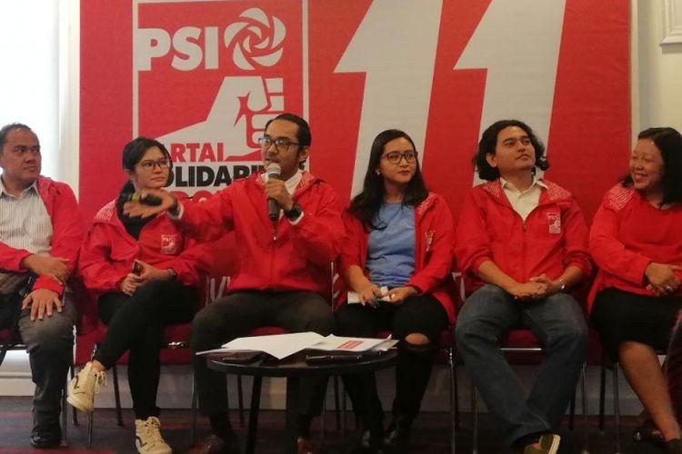 Peneliti Kebijakan Dedek Prayudi (tiga dari kiri) dalam diskusi publik Hari Perempuan Internasional di DPP PSI, Jakarta, Kamis (8/3/2018).