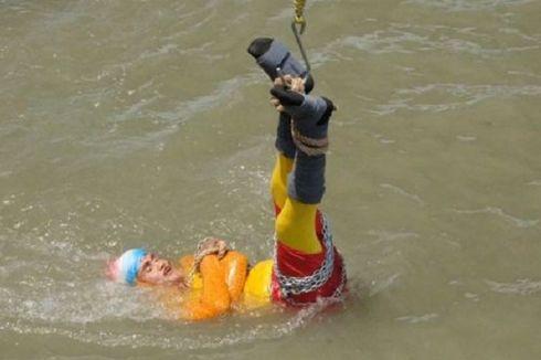 Mencoba Trik Sulap Houdini, Pesulap Ini Malah Menghilang di Sungai