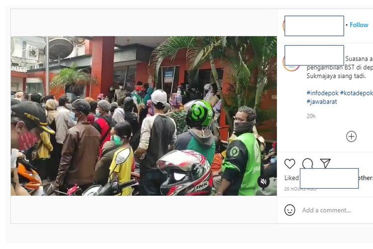 Viral kerumunan warga mengambil bantuan sosial tunai (BST) di kantor pos