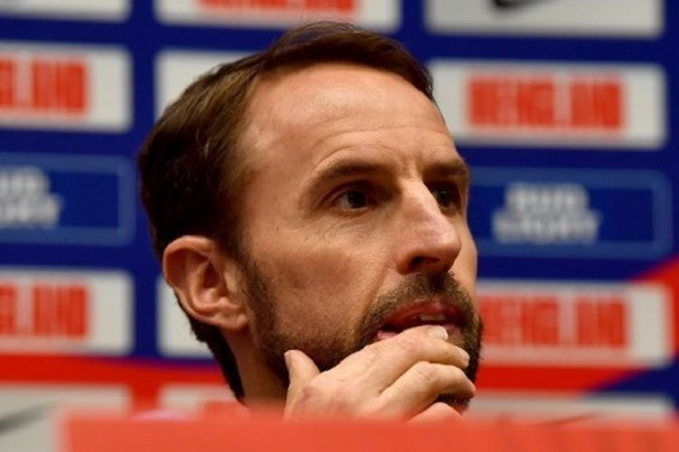 Gareth Southgate tengah mendengarkan pertanyaan wartawan dalam jumpa pers jelang laga Montenegro vs Inggris di Stadion Podgorica, 24 Maret 2019.