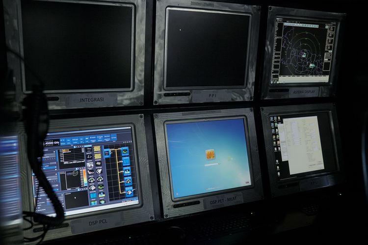 Monitor kendali untuk radar pasif