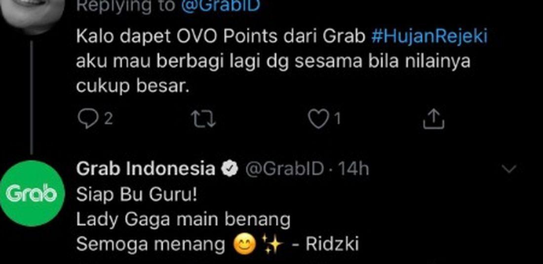Tangkapan layar berisikan interakasi President of Grab Indonesia Ridzki Kramadibrata saat berbalas tweet dengan pelanggan pada akun Twitter Grab Indonesia.