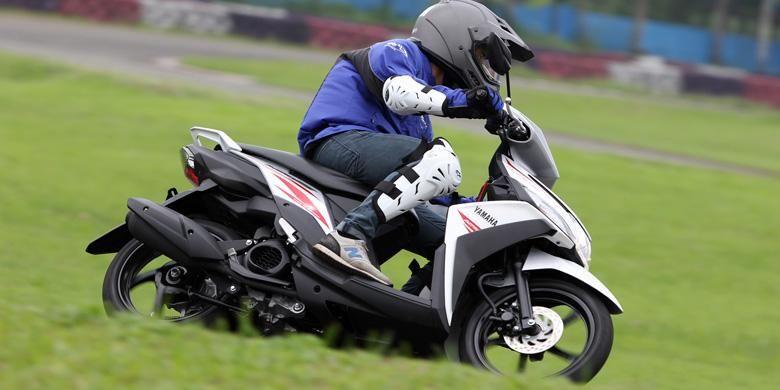 Yamaha Mio Z semakin stabil saat dipakai menikung dengan kecepatan tinggi.
