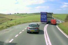 Ketahui Tiga Faktor Sebelum Menyalip Kendaraan di Jalan Raya