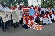 Protes Sistem PPDB, Guru Sekolah Swasta Demo di Kantor Gubernur Sumbar