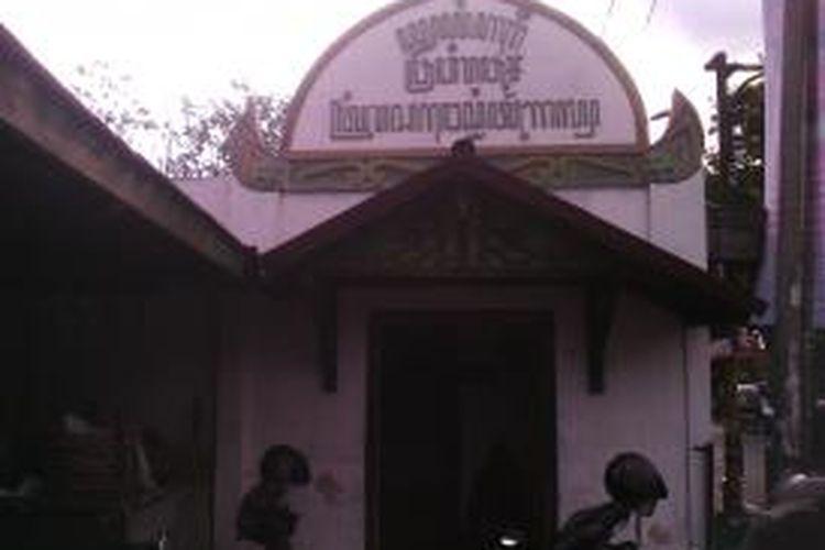 Makam Kyiai Ageng Prawiropurbo yang merupakan cucu Sri Sultan Hamungkubuwono ke VI di Jalan Kusumanegara dirusak orang tak dikenal.