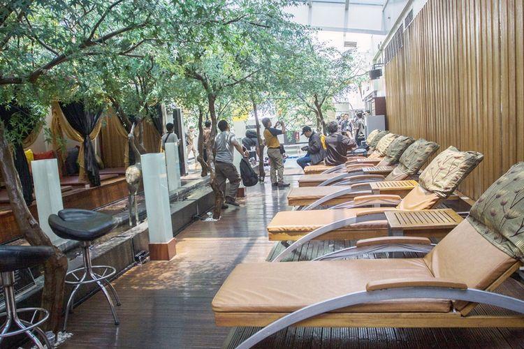 Suasana ruangan istirahat di lantai tujuh Hotel dan Griya Pijat Alexis, Jakarta, Selasa (31/10/2017). Per Selasa, 31 Oktober ini, griya pijat di lantai 7 Alexis ditutup menyusul keputusan Pemerintah Provinsi DKI Jakarta yang menolak permohonan Tanda Daftar Usaha Pariwisata (TDUP) Alexis.