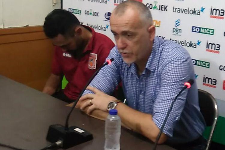 Pelatih Borneo FC Dragan Djukanovic dan kapten Ponaryo Astaman, selepas pertandingan menghadapi Persela Lamongan, Sabtu (8/7/2017).