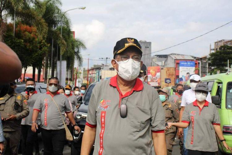 Wali Kota Ambon Richard Louhenapessy usai meluncurkan Pekan Selebrasi Vaksinasi dalam rangka menyongsong HUT ke446 Kota Ambon di Tribun Lapangan Merdeka Ambon, Jumat (27/8/2021)