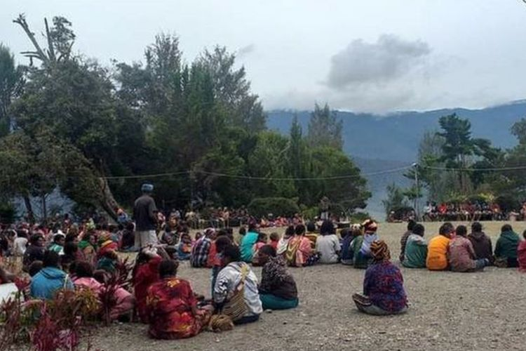 Nearly 600 villagers flee their homes following conflicts between Papuan insurgents and members of the Indonesian apparatus in Intan Jaya District in Papua on Wednesday, February 10, 2021.