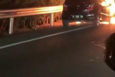 Sebuah Mobil Terbakar di Ruas Tol Jakarta-Tangerang