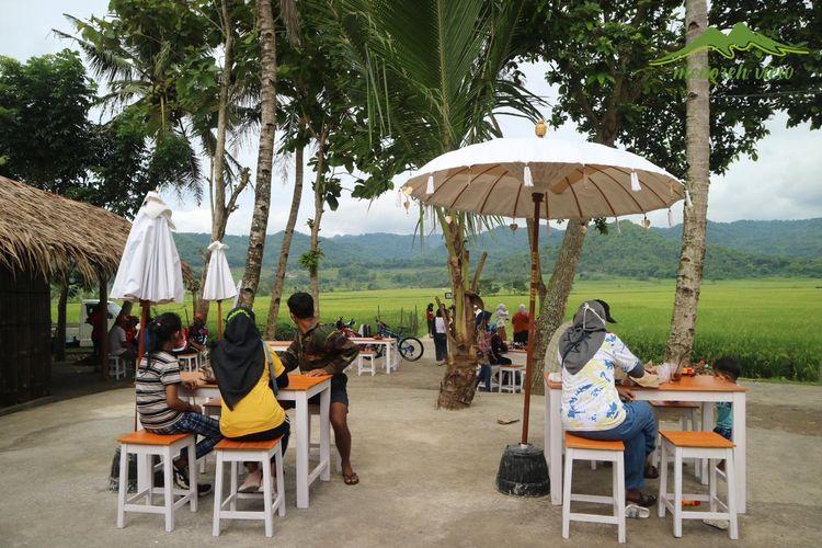 Tempat wisata di Yogyakarta - Angkringan kekinian Geblek Menoreh View di Kulon Progo, Yogyakarta.