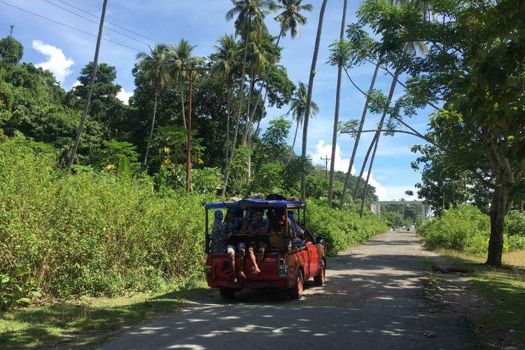 Akses jalan menuju obyek wisata Tanjung Waka di Kepulauan Sula, Maluku Utara, Jumat (13/4/2018).