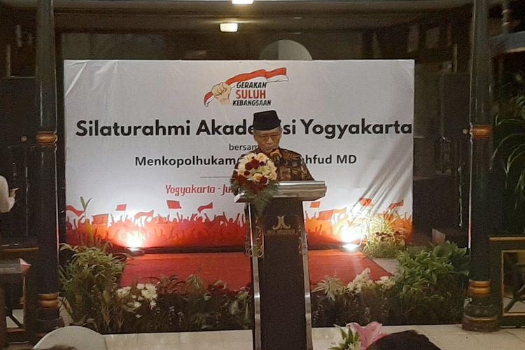 Buya Syafii Maarif saat memberikan sambutan di acara silahturahmi akademisi Yogyakarta bersama Menko Polhukam Mahfud MD, di Pendopo Agung Royal Ambarrukmo, Jumat (15/11/2019)