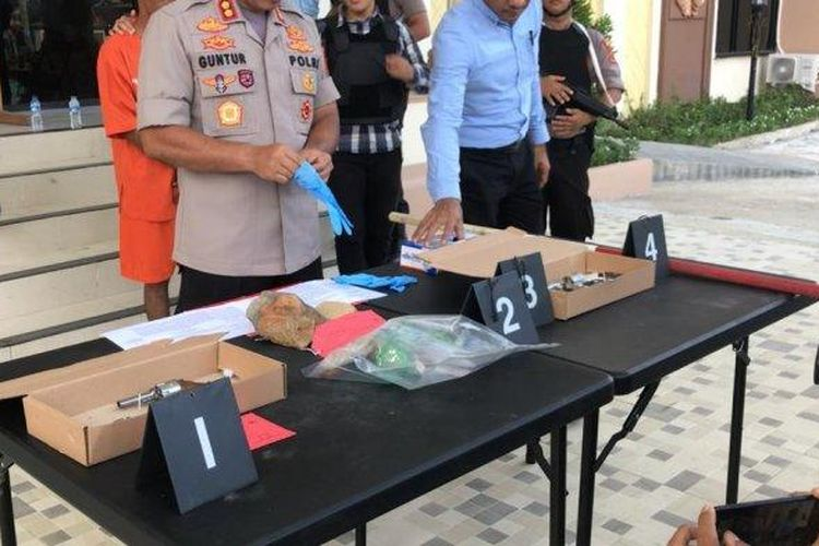 Konferensi pers wali murid anaiaya kepsek di Jambi (Tribun Jambi)