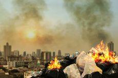 Jangan Sembarang Bakar Sampah Plastik, Bahaya Dioksin Mengancam
