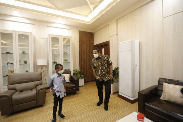 Wali Kota Semarang Hendrar Prihadi mengundang pengarah foto di Kota Lama Semarang Kaka Fajar Apriliansyah (13) yang baru-baru ini viral untuk berkunjung ke Balai Kota Semarang Senin (29/3/2020).