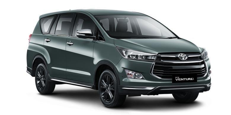 Toyota Kijang Innova Venturer warna Alumina Jade.