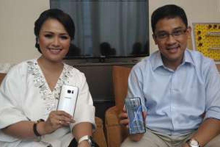 Marketing Director Samsung Indonesia Vebbyna Kaunang dan Head of Product Marketing Samsung Indonesia Denny Galant, Selasa (1/3/2016) di Ritz Carlton, Jakarta.