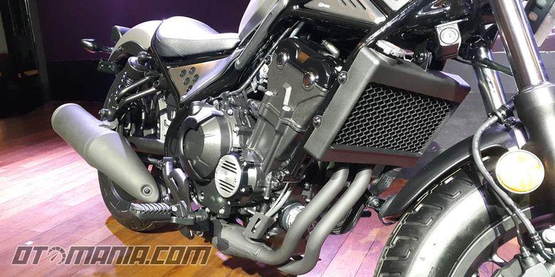 Honda Rebel 500 pakai mesin CBR500R, 2-silinder 471cc berpendingin cairan.