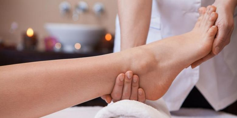 An example of a foot massage