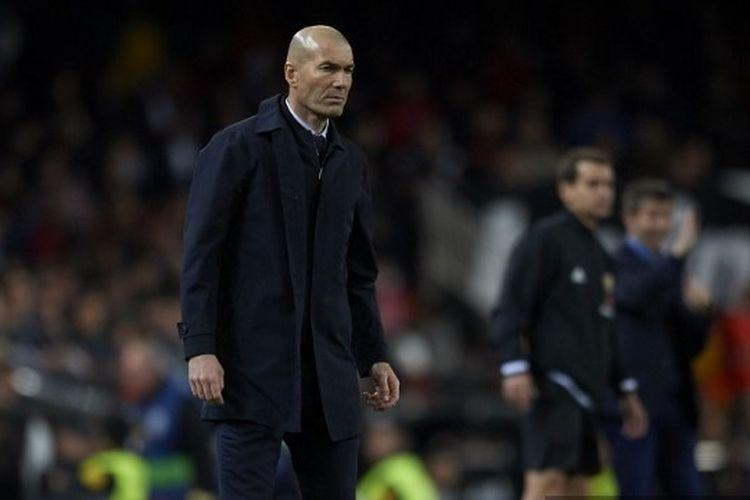 Zinedine Zidane dari Real Madrid selama pertandingan Liga antara Valencia CF dan Real Madrid CF di Estadio Mestalla