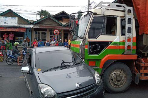 Minim Rambu Lalu Lintas, Penyebab Truk Fuso Tabrak 2 Minibus di Sumedang
