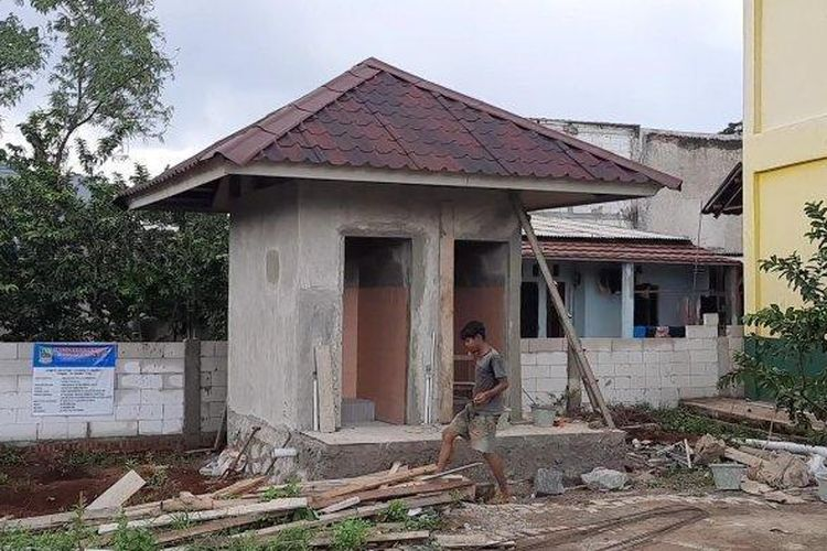 Penampakan bangunan fisik proyek pembangunan WC seharga Rp 196,8 juta di SDN Mangunjaya 04 di Tambun Selatan, Kabupaten Bekasi, Jawa Barat, Selasa (8/12/2020).