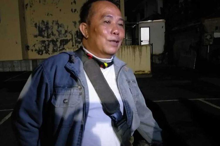 Muhammad Gani (57) kakak kandung Efriza Yuniar(50) guru Sekolah Dasar Negeri (SD) 11 Muara Telang, Desa Marga Rahayu, Kecamatan Sumber Marga Telang, Kabupaten Banyuasin, Sumatera Selatan yang ditemukan tewas dalam ember.
