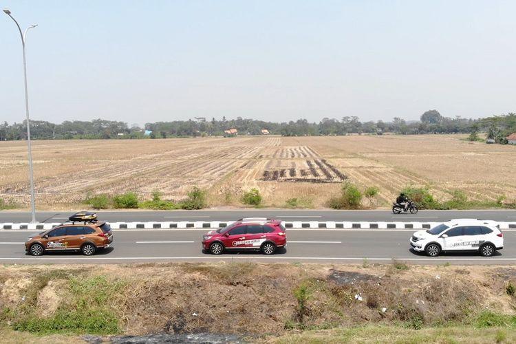 Honda BR-V melintasi perkotaan Pekalongan