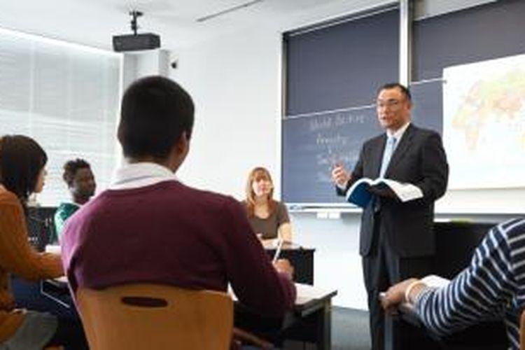 """Lewat penerapan Kurikulum Program """"E-Track"""", TIU saat ini tengah mendorong mahasiswanya untuk masuk ke kancah global."""