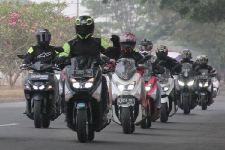 Touring sepeda motor