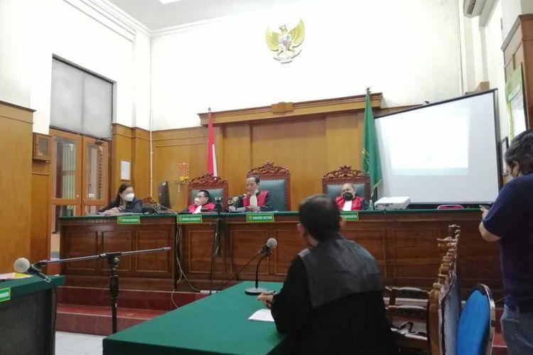 Sidang vonis kasus Fetish Kain Jarik di Pengadilan Negeri Surabaya, Rabu (3/3/2021).