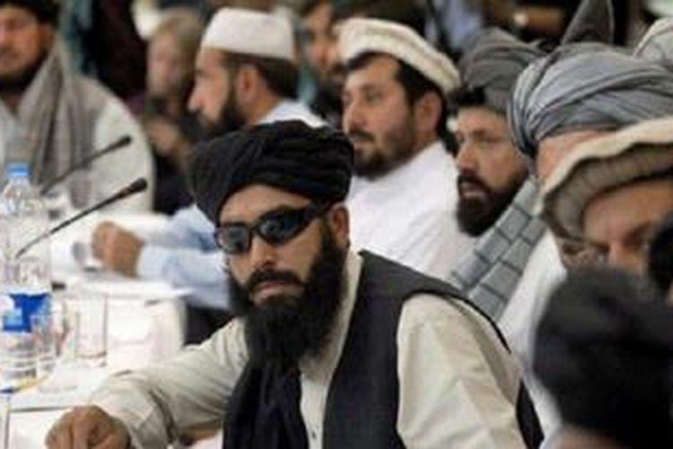Beberapa anggota Taliban dalam sebuah pertemuan. Delegasi Taliban telah bertemu dengan pejabat dan ulama Iran, meskipun mereka memiliki ideologi yang berbeda.