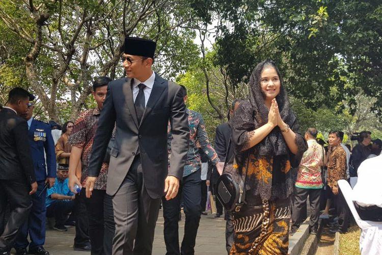 Agus Harimurti Yudhoyono (AHY) dan istrinya Annisa Harimurti Yudhoyono saat menghadiri pemakaman Presiden RI ke-3 BJ Habibie di TMP Kalibata, Jakarta Selatan, Kamis (12/9/2019)