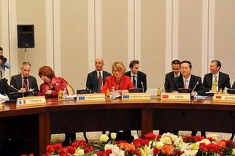 Para pejabat senior AS, Perancis, Jerman, Inggris, China dan Russia terlibat dalam pembicaraan terkait masalah program nuklir Iran di ibu kota Kazakhstan, Almaty.