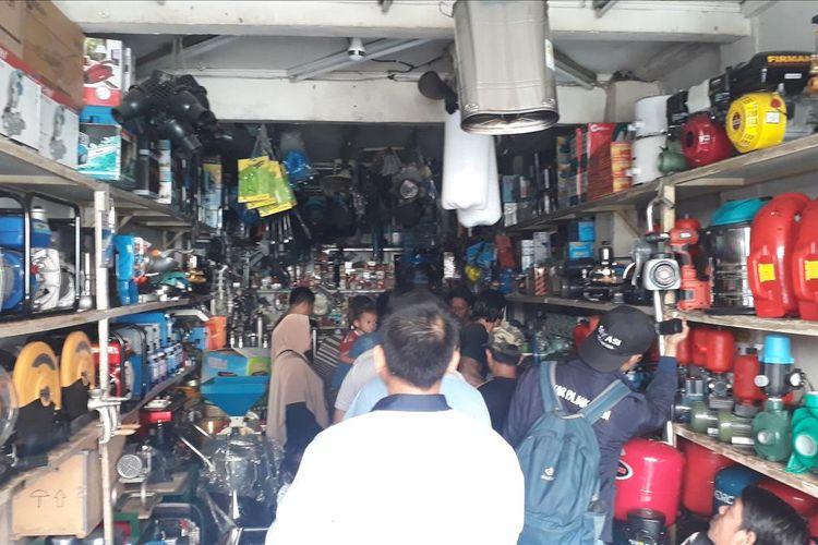 Sejumlah Toko Elektronik di Bekasi diserbu Pembeli Genset, Senin (5/8/2019).