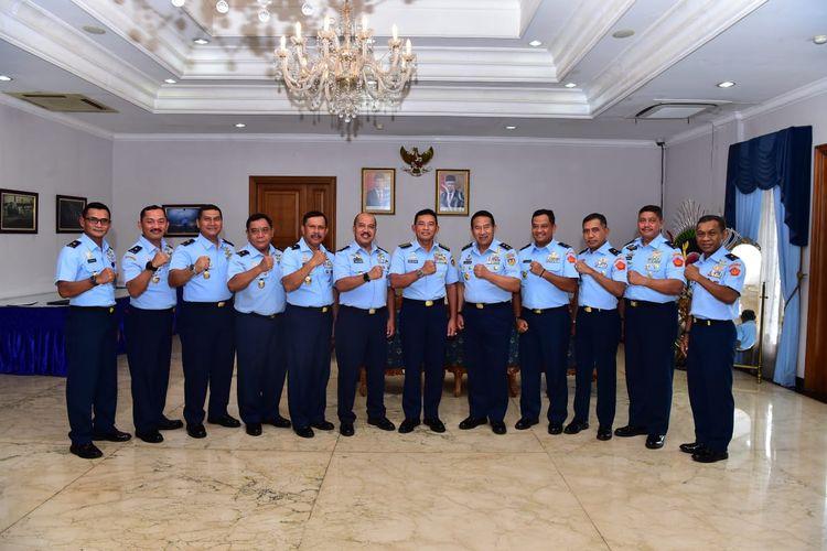 Kepala Staf Angkatan Udara (KSAU) Marsekal TNI Yuyu Sutisna menerima laporan kenaikan pangkat 11 perwira tinggi (Pati) TNI AU di Gedung Suma II, Base Ops Lanud Halim Perdanakusuma, Jakarta Timur, Kamis (13/2/2020).