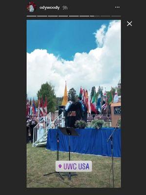 Artis peran dan penyanyi Iqbaal Ramadhan pada acara wisudanya di United World Colleges di New Mexico, AS.
